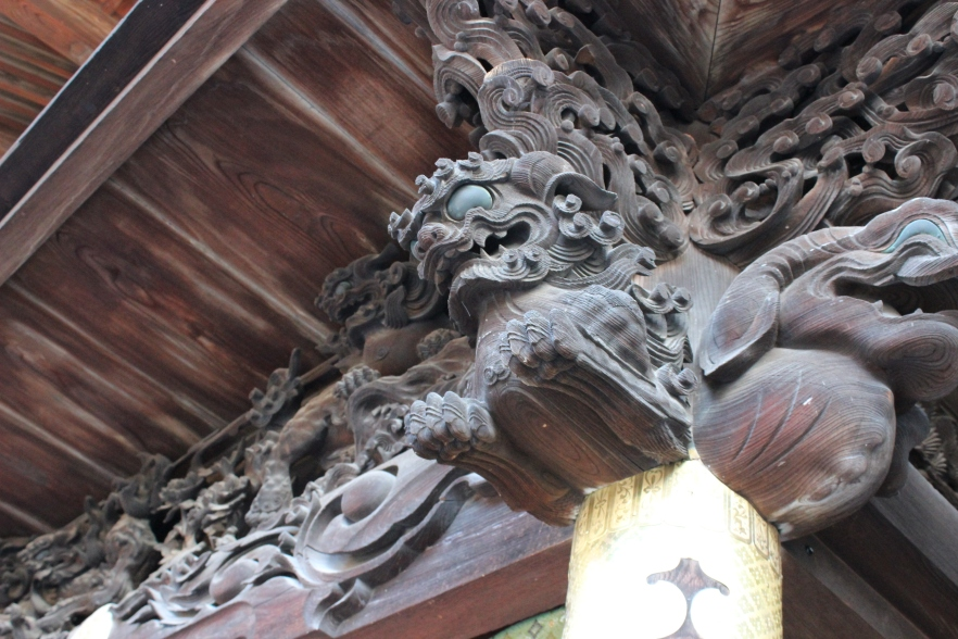 Main hall carving of a gargoylesque Shishi, a mythological lion